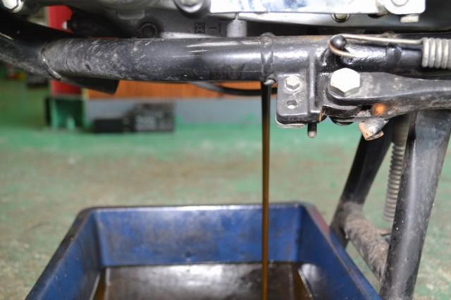 カワサキエストレアエンジンオイル排出