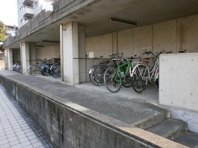 亀岡市役所自転車置場