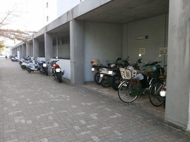 亀岡市役所 バイク駐輪場