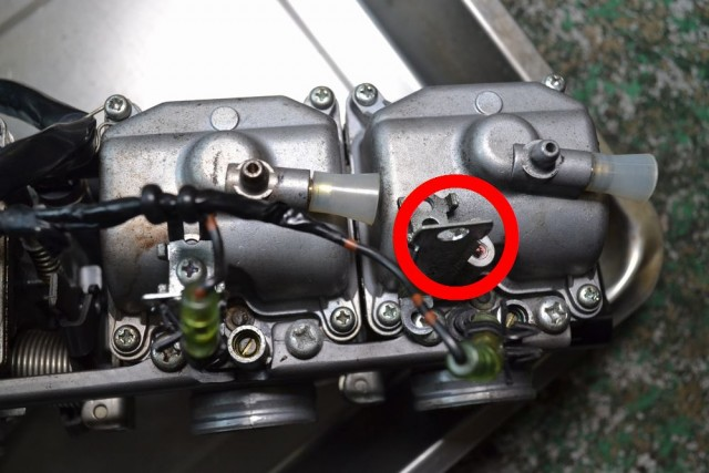 Remove the bracket that holds the Kawasaki ZEPHYR 750 wiring
