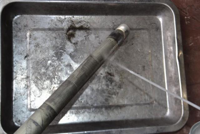 バンディット1250Sリアアクスルシャフトを洗浄してグリスを塗布します