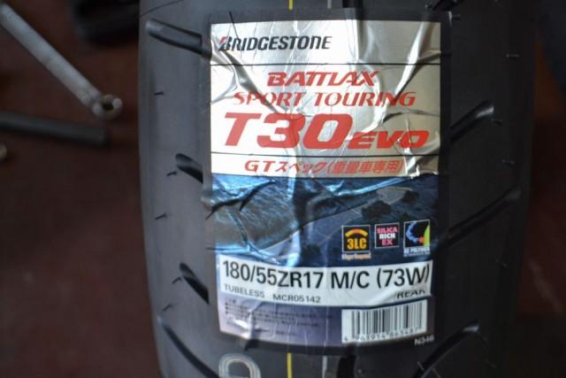 BMW R 1200 RT LCに今回、装着するタイヤはBS T30 EVO GTスペック