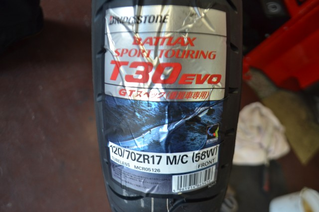 BMW R1200RT LC今回、使用するタイヤはBSのT30 EVO GTスペック