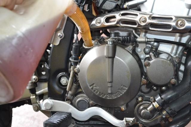 D-TRACKER250エンジンオイル注入